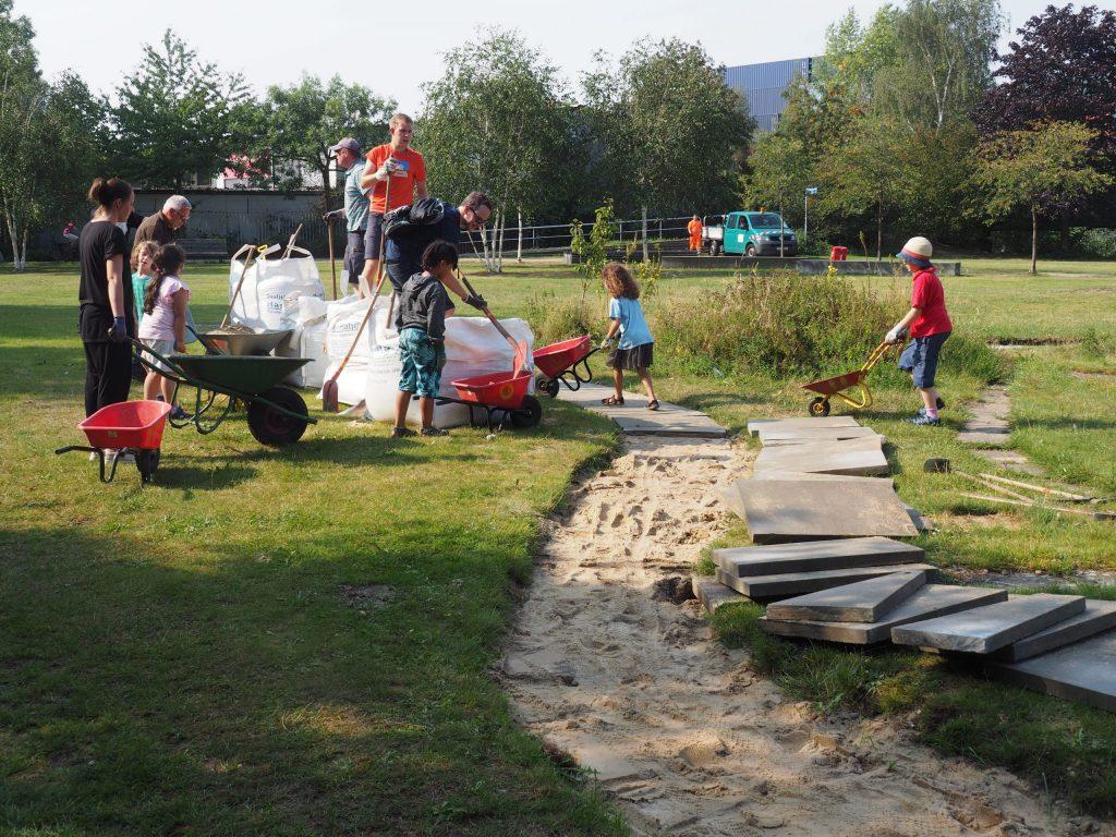 arbeitstag mit kindern - sand aus big bag - kreativgarten ev