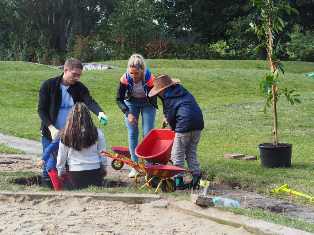 arbeitstag - baumpflanzen mit kindern - kreativgarten ev